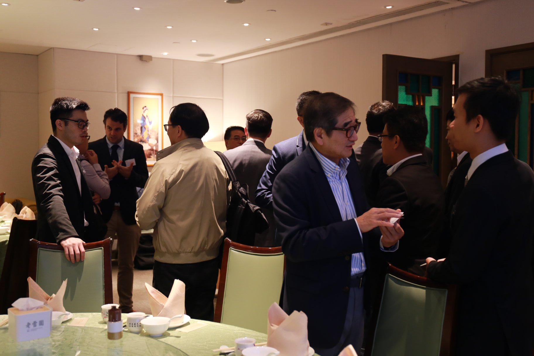 Participants exchange opinions about setting up business in Vietnam
